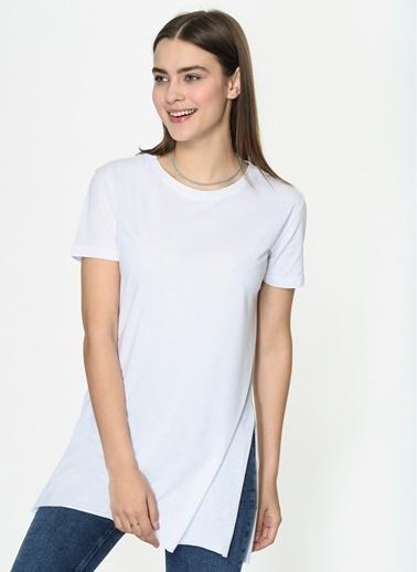 Loves You Bisiklet Yaka Yırtmaçlı Basic T-Shirt Beyaz